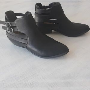 Western double buckle black booties 7.5